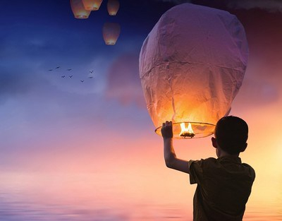 www-maxpixel-net-dusk-sky-balloon-sunset-boy-light-lantern-3206530.jpg
