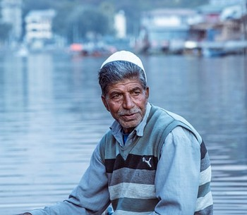 Old Man Shikara Kashmir Man Dal Lake Shikara Ride